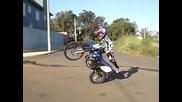 Така се кара мотор на задна гума !