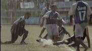 Как играя футбол на плаващо село..