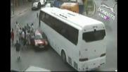 Автобус Помита Всичко На Пътя Си
