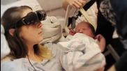 Сляпа жена вижда бебето си за първи път чрез технологични очила