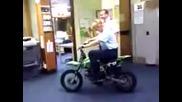 Жена полицай се пребива с мотор