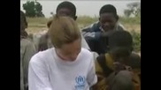Анджелина Джоли Посещава Судан