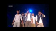 Най-лудата публика! One Direction пеят What makes you beautiful и Na Na Na на Teen Awards 2011