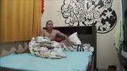Жена събужда мъжа си по много гаден начин