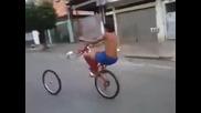 Да си караш колелото и изведнъж да ти изпадне гумата