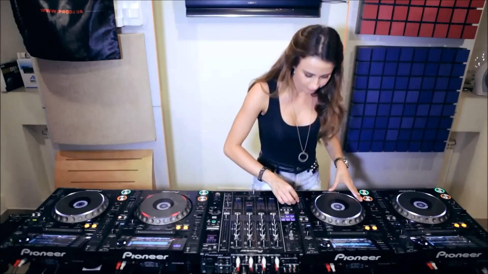 Dj Juicy M Hd Wallpapers: Amazing Mix 2013 / VBOX7