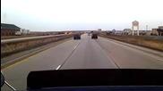 Защо не трябва да сме близо до друга кола на магистралата?