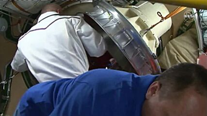 ISS: Russian film crew bids farewell to space station