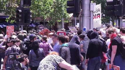 Australia: Anti-Islam group faces off with anti-racist protesters in Melbourne