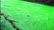 Неоновата река