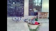пребиване с колело - Смях
