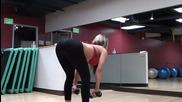 Фитнес тренировка с бикини модели, упражнения за задни части и бедра