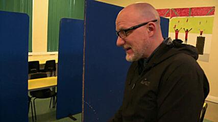 Meet Grimsby teacher Zane delivering packed meals to children amid UK lockdown