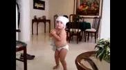 Дете Танцува На Шакира
