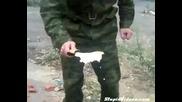 Как руските войници си готвят яйца
