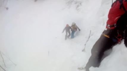 Спасиха заклещения между скалите сноубордист на Банско (ОБЗОР)