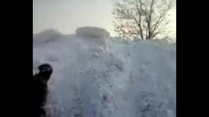 планини от сняг в село Ветрино