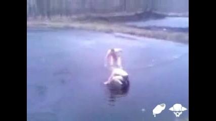 Не Влизайте Така Във Водата