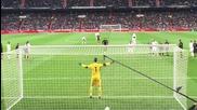 Роналдо удря с топка момиче от публиката!