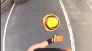 17 годишно момиче прави чудеса с топката