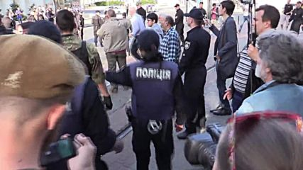Ukraine: Police escort Right Sector from Odessa massacre site after brawl