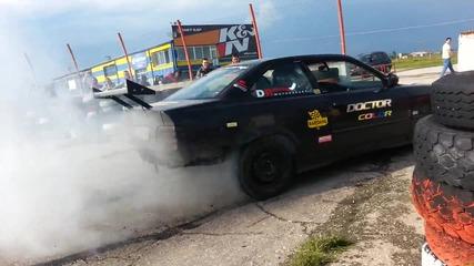 Bmw E36 Масивен burnout на писта Дракон