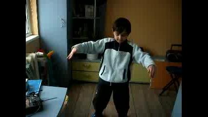 Брат Ми Вики Играе Кючек :d