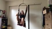 Изкусителна палавница неприятно се изненада от килограмите си !