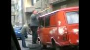 Комшията Си Боядисва Колата С Валяк - 2