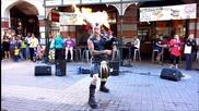 Страхотно изпълнение на Ac/dc's от уличен музикант