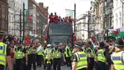 UK: Thousands welcome Welsh team home in Cardiff