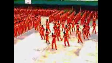 Филипински Затворници Правят Пародия На Michael Jackson-Thriller