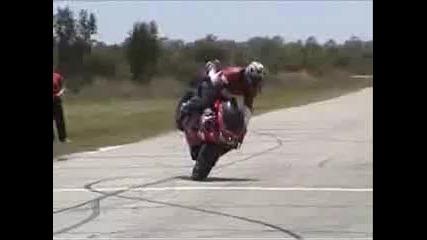 Street Bike Stunts (улични стънтове с мотори)