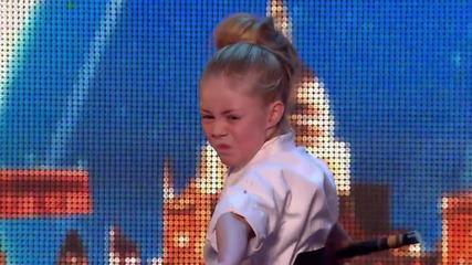 Малко момиченце показва умения с меч - Britain's Got Talent 2015