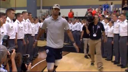 Баскетболистите на САЩ посетиха военна академия