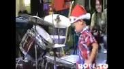 4 годишен барабанист
