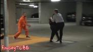 Шега с избягал затворник! * Смях * + Превод