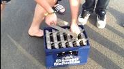 Отваряне на каса бира наведнъж