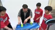 Рекордите на Гинес : Умения с пластмасови чашки!
