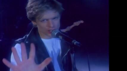 A Superb Hoarse Voice Bryan Adams - I'm Run To You - Hd