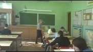 Ученици се гаврят с госпожата си