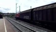 Ето как потегля товарен влак с руски локомотив в германските железници