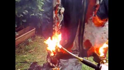 Изгаряне на скинарско яке бомбар