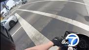 Бой с моторист, снимано от каската на моториста