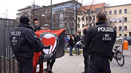 Germany: COVID sceptics march met with counter-protests in Berlin