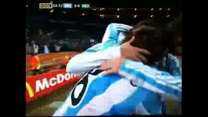 Хайнце се бие с камера по време на мача с Мексико