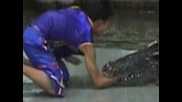 Опасен Номер с крокодил ! Смъртоносно Завъртане ! +16