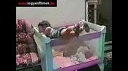 бебета падат,  няма такъв смях