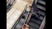 Тъпи Американци на Ескалатор