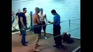 Руски Кик Боксьор откача в залата